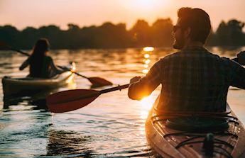Monterosso in Kayak al tramonto con aperitivo