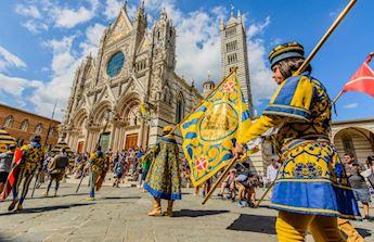 Siena Piazza del Campo palio horse race